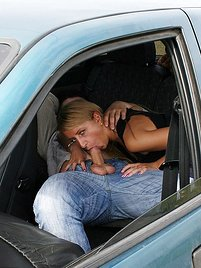Fucking 18 year old amateur right in the car